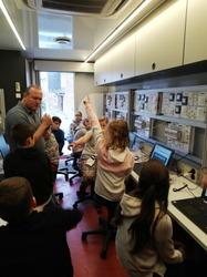 Les élèves découvrent l'électricité avec le Techni Truck