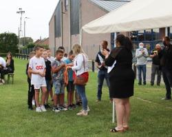 Remise des prix sportifs 2020 - L'équipe U11 du RFC Villers reçoit son trophée